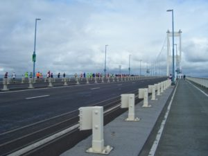 runners-on-the-bridge